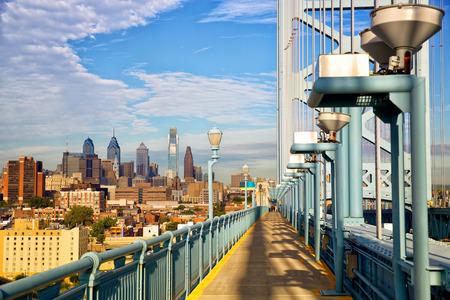 ben franklin: Philadelphia skyline and Ben Franklin Bridge walkway, Pennsylvania, USA