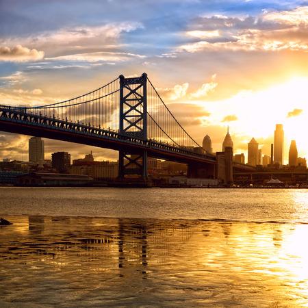 philadelphia: Philadelphia skyline and Ben Franklin Bridge at sunset, US