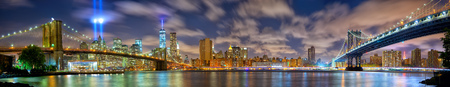 Lower Manhattan skyline panorama with the Towers of Lights (Tribute in Light) in New York City Zdjęcie Seryjne