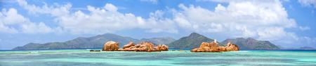 granit: Panoramic view of granite rocks near La Digue coast with Praslin Island in background, Seychelles