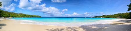 palmeras: Anse Lazio panorama playa, Isla de Praslin, Seyshelles Foto de archivo