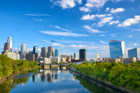 Downtown skyline and Schuylkill River in Philadelphia, Pennsylvania, USA 스톡 콘텐츠