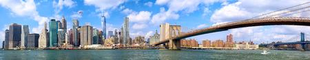 Horizonte de Manhattan y panorama del puente de Brooklyn en la ciudad de Nueva York Foto de archivo