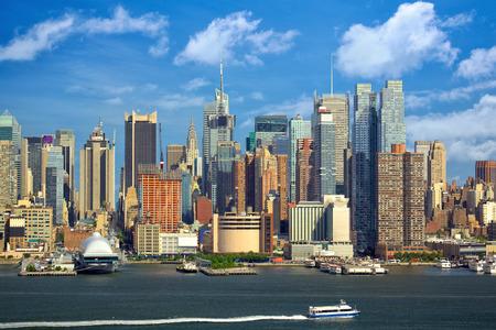ハドソン川、ニューヨーク市のマンハッタン都市高層ビル