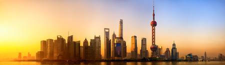Pudong panorama bij zonsopgang Shanghai China