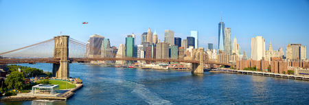 Brooklyn Bridge en de skyline van Manhattan panorama in New York City Stockfoto
