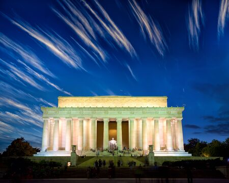 lincoln memorial: The Lincoln Memorial at dusk, Washington DC, United States