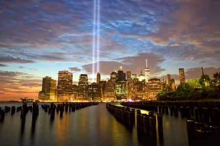 New York City Manhattan skyline with Tribute in Light Archivio Fotografico