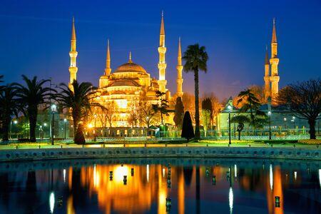 Blue Mosque or Sultanahmet Camii at dusk in Istanbul, Turkey Stok Fotoğraf