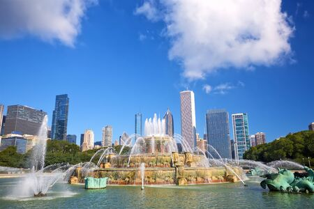 Buckingham fountain and Chicago downtown skyline, United States