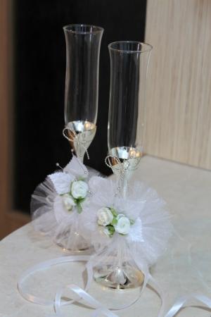 Wedding champagne glasses with white ribbon photo
