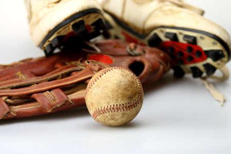 gant de baseball: Gant de baseball et de chaussures chauve-souris pr�te pour le jeu de balle