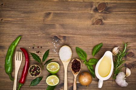aceite de cocina: Cocinar ingredientes fondo con copia espacio
