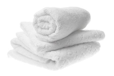 полотенце: Белые хлопковые полотенца стек изолированные Фото со стока