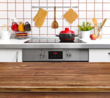 cuisine fond blanc: Bois table de texture sur banc de cuisine fond