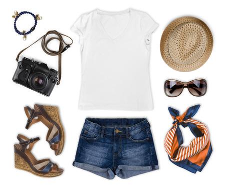 ropa casual: Conjunto de ropa de verano turista femenina aislado en blanco Foto de archivo