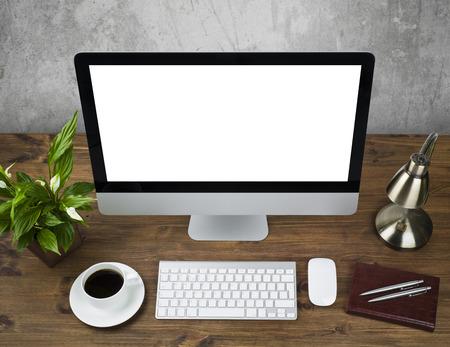 탁상용 컴퓨터를 가진 사무실 테이블의 최고 전망