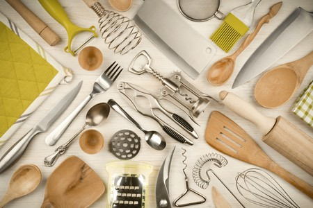 Kitchen utensils set on wooden texture background Standard-Bild
