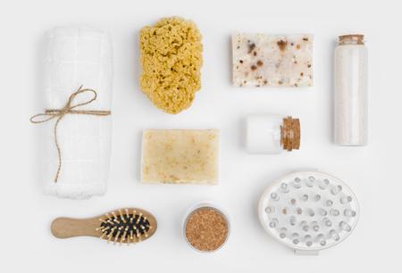 白い背景で隔離のスパ ・治療、マッサージ製品