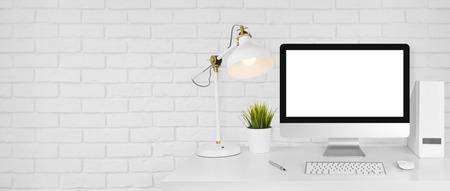 Projekt koncepcji studio z miejsca pracy i cegła białego ściany tła Zdjęcie Seryjne