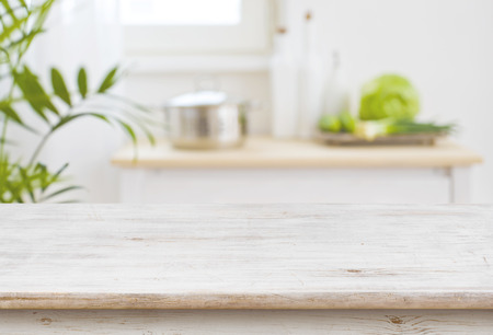 Tafelblad en wazig keuken kamer als achtergrond