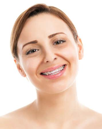 orthodontics: Mujer hermosa con sonrisa feliz saludable