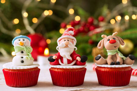 Three traditional decorated christmas cupcakes Imagens