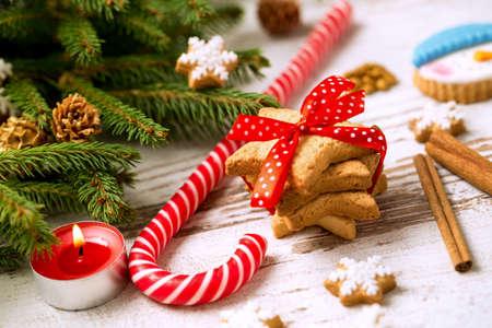 galletas de navidad: Galletas con el caramelo y el árbol de navidad, navidad concepto