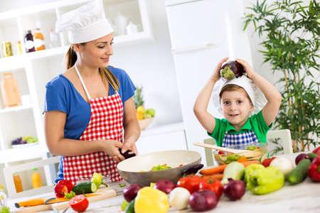 Family cooking time healthy food Zdjęcie Seryjne