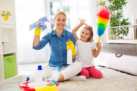 young housewife mother and her kid do homework Imagens