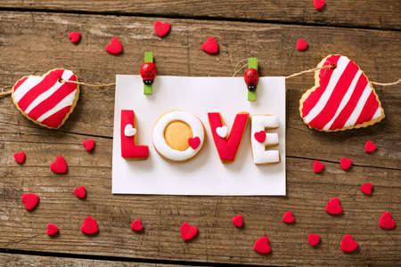 galletas: las galletas de San Valentín y los pequeños corazones rojos