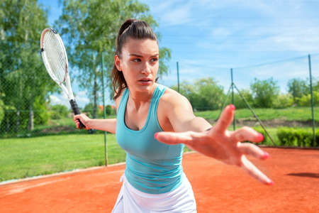 Keeping the right body posture for a forehand stroke in tennis Stock Photo - 135482651