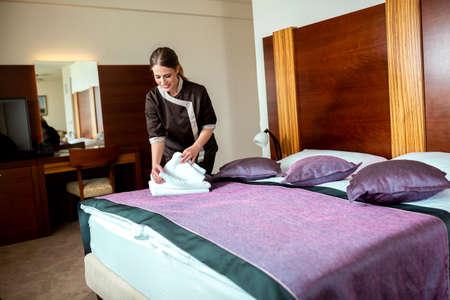 El personal de limpieza del hotel hace un excelente trabajo, mantenimiento del hotel. Foto de archivo