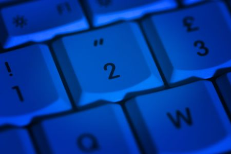 andamp: 1-2-3 buttons of a blue keyboard. The button no. andamp,quot,2andamp,quot, is highlighted.