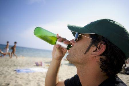 この男を求めていた私を与える... ビールお金のためそれをくそー、私は喉の渇きで死にかけていた !