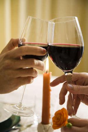 curare teneramente: una vita sana: giovane coppia in amore fuori da pranzo