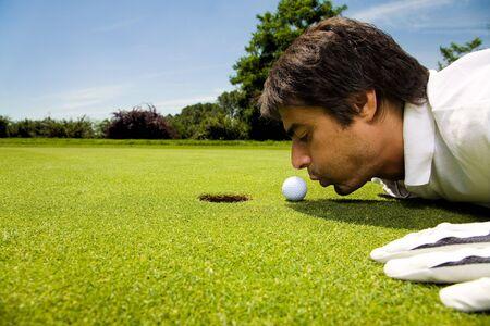 comp�titivit�: Golf club: golfeur se concentrant sur le 18e trou  Banque d'images