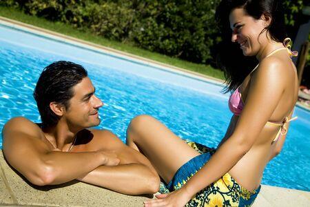 curare teneramente: Stile di vita sano: matura divertirsi in piscina