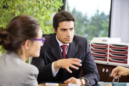abogado: Personas en el trabajo: las empresas que tengan una reuni�n del equipo Foto de archivo
