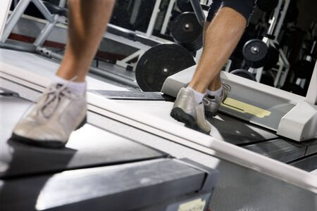 liveliness: health club: man walking on a tapis roulant