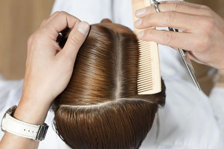 coiffeur: high angle view of hairdresser using comb Stock Photo