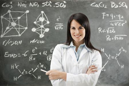 teacher: retrato de mediados de adultos en busca de maestros en la c�mara