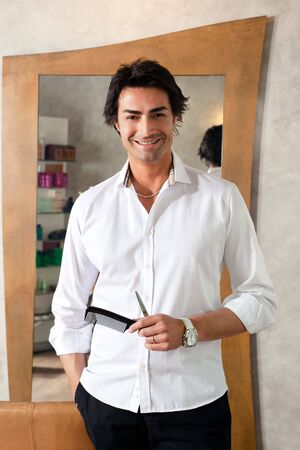 coiffeur: portrait of mid adult hairstylist looking at camera