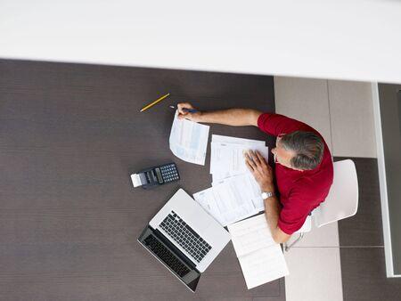 everyday scenes: Senior man controllo delle finanze domestiche. High angle view, copy space
