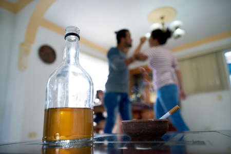 Social issues, abuse and violence on women, young drunk man hitting and beating girl at home after drinking alcohol. Angry husband fighting with abused wife Stockfoto