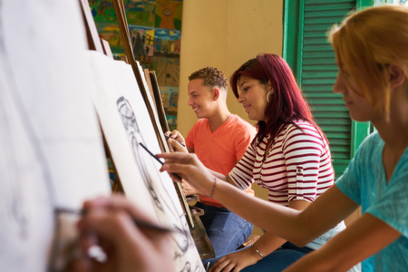 college girl: School of art, college of arts, education for group of young students. Happy latina woman smiling, girl learning to paint. Stock Photo