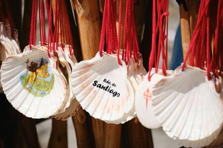 Shells and Souvenirs For Sale in Santiago de Compostela Фото со стока - 140140481