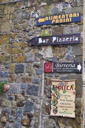 tuscia: bolsena-italia 13 febbraio 2013 uno scorci0 del centro storico di bolsena luogo turistico dell alta tuscia laziale