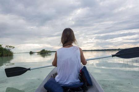 riviera maya: Deporte acu�tico al Caribe, la Riviera Maya, cerca de Playa del Carmen y Tulum. Hermosa Ni�a.