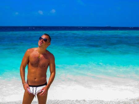 Sexy Italian Man on the Beach Standard-Bild